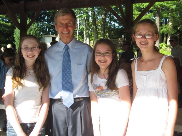 Gov John Lynch with Girls Volunteering at Senior BBQ